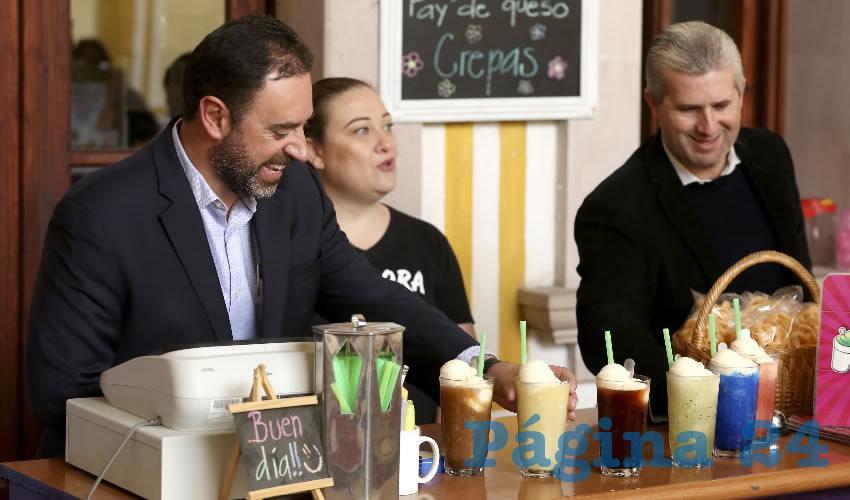 Mandatario se reúne en Jerez y Guadalupe con tortilleros, la dueña de una nevería y un talabartero, propietarios de negocios exitosos