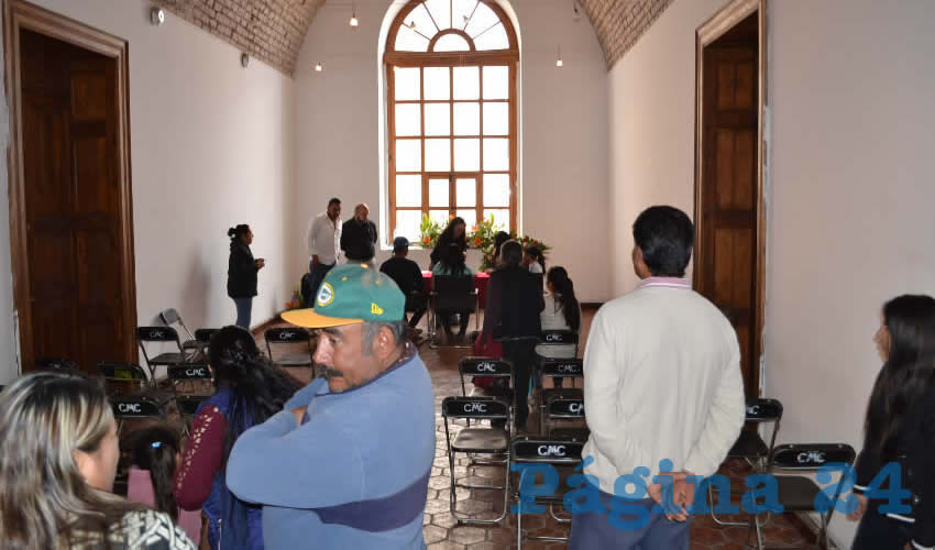 En el municipio de Zacatecas se registraron 27 parejas, mismas que unirán en matrimonio de manera gratuita, pues sólo tuvieron que acudir a las instalaciones del DIF Municipal, ubicado en el Parque Hundido, a llevar su documentación tales como acta de nacimiento, identificación oficial, comprobante de domicilio y exámenes prenupciales (Foto Merari Martínez)