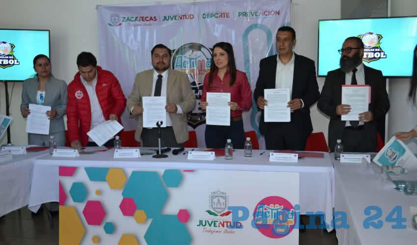 Firman Convenio de Trabajo Para la Creación de Escuelas de Futbol