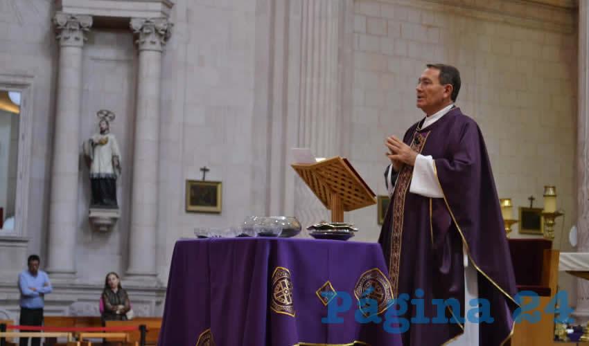 Sigifredo Noriega Barceló en el miércoles de Ceniza, que anuncia el inicio de la Cuaresma (Foto Merari Martínez)