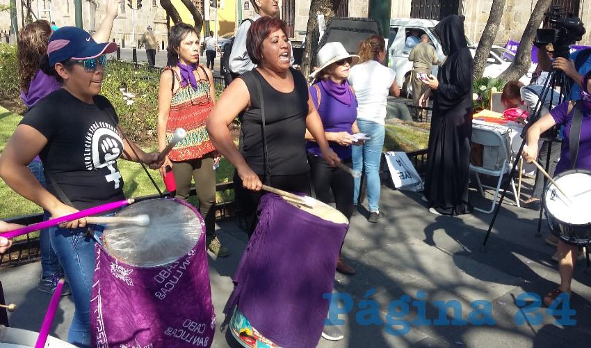 Con tambores y consignas, activistas lamentaron el contexto actual que se vive en Jalisco en torno a los derechos de las mujeres/Fotos: Francisco Tapia