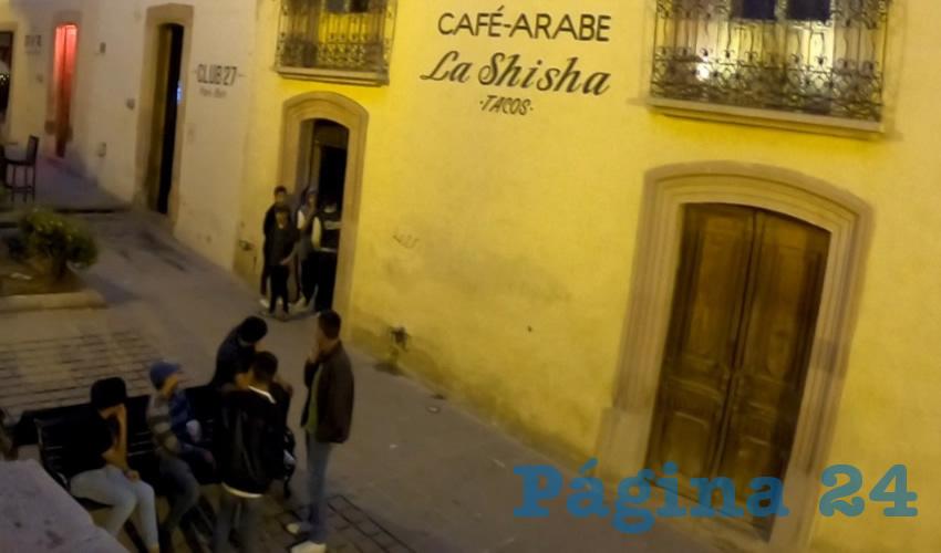 En esta zona existen establecimientos que trabajan con el giro comercial de café o restaurante que permiten la venta de bebidas alcohólicas como acompañamiento de los alimentos (Foto Rocío Castro Alvarado)