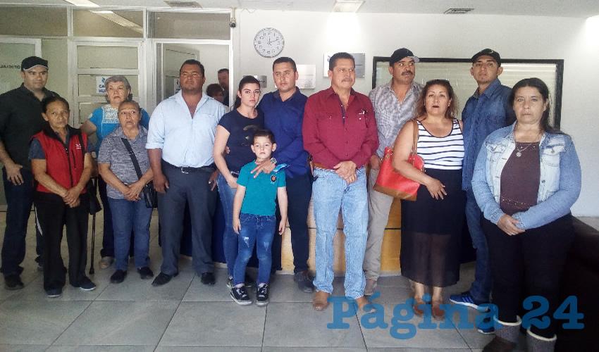 Felipe Hinojo Alonso en la Fiscalía con algunas de las víctimas y familiares de otras que siguen encarceladas