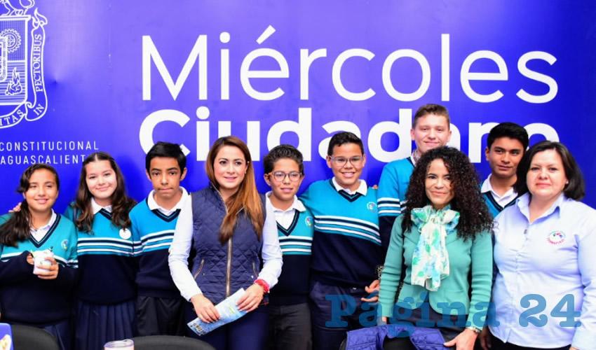 Tere Jiménez recibió durante el Miércoles Ciudadano a alumnos de secundaria del Colegio Termápolis