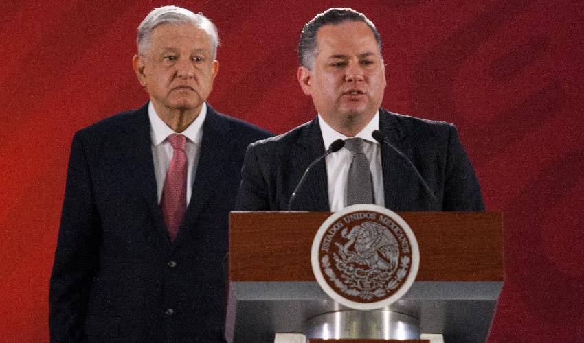 Ciudad de México.- Andrés Manuel López Obrador, presidente de México, y Santiago Nieto, titular de la UIF (Foto: Galo Cañas/ Cuartoscuro)