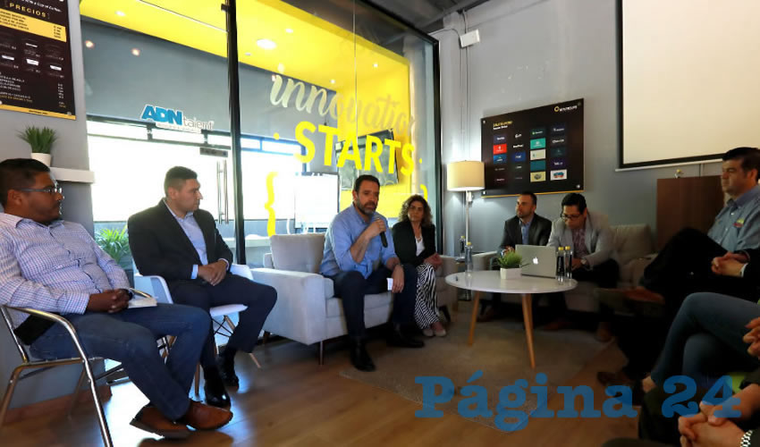 Visita mandatario instalaciones de Startcups, la cual se dedica a incubar y acelerar nuevas empresas