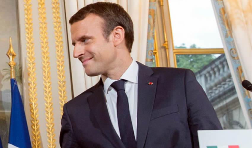 Macron Interrumpe Descanso de fin de Semana por Tensiones en París