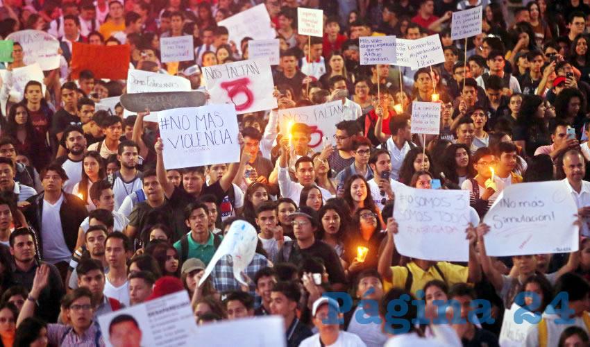 ¡Miles exigen aparición de los tres estudiantes!