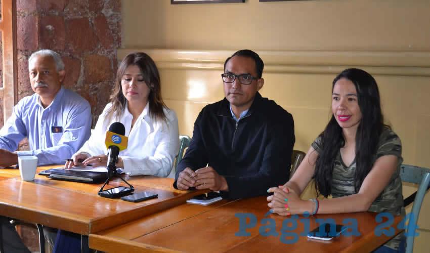 En conferencia de prensa la planilla Democracia Sindical del Sindicato de Trabajadores de la Universidad Autónoma de Zacatecas (Stuaz) se sumó a la pena que embarga a la familia de Nayeli Noemí (Foto: Merari Martínez)
