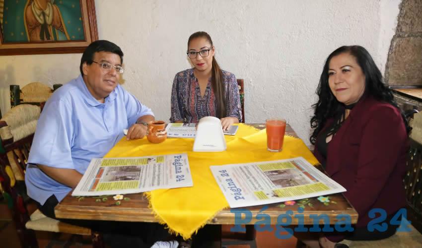 María del Carmen Aguayo Mora, Miriam Aguayo y Raúl Mendoza Montoya se reunieron en el restaurante La Mestiza