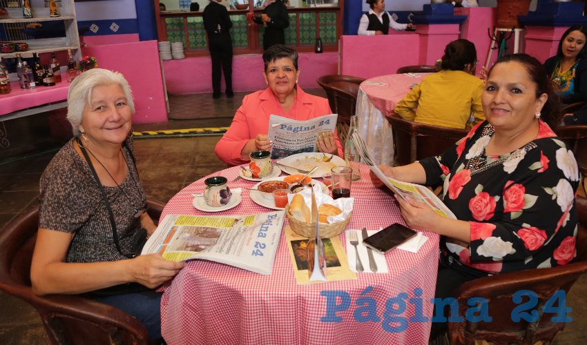 En La Saturnina almorzaron Rosa María Icaza Campa, Ángeles Mendoza Cruz y María Elena Romo Caballero, festejando su cumpleaños