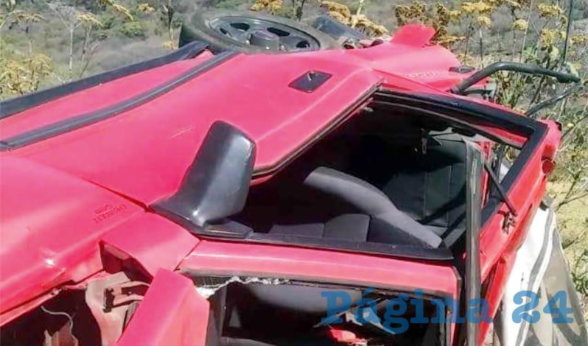 En el municipio de Atotonilco el Alto, un vehículo volcó y quedó el interior de un pequeño barranco/Foto: Especial