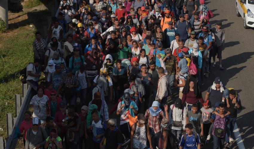 Una Caravana con más de Tres mil  Migrantes Avanza al sur de Chiapas