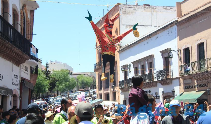 Quema de Judas en Zacatecas Dedicada a AMLO y a David y Saúl Monreal