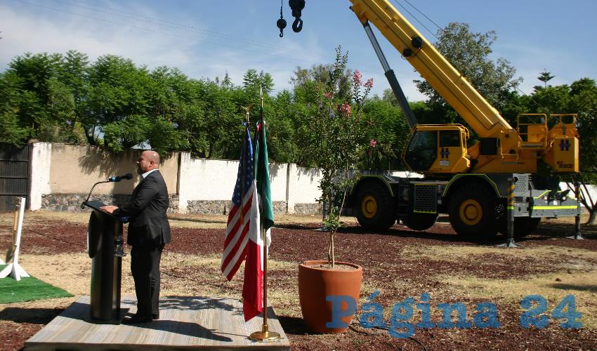 """En la ceremonia de instalación de la primera piedra de lo que será el nuevo consulado de Estados Unidos en Guadalajara, el gobernador aseguró que aún con los trabajos –que se prolongarán hasta 2022– esta zona se mantendrá """"segura y en buen estado""""/Foto: Francisco Tapia"""