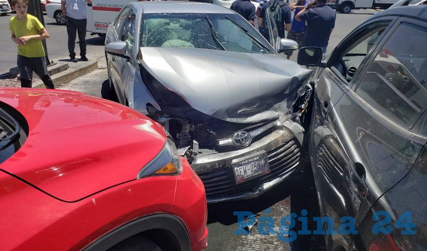El percance ocurrió en el cruce de avenida Aguascalientes Sur y Quinta Avenida