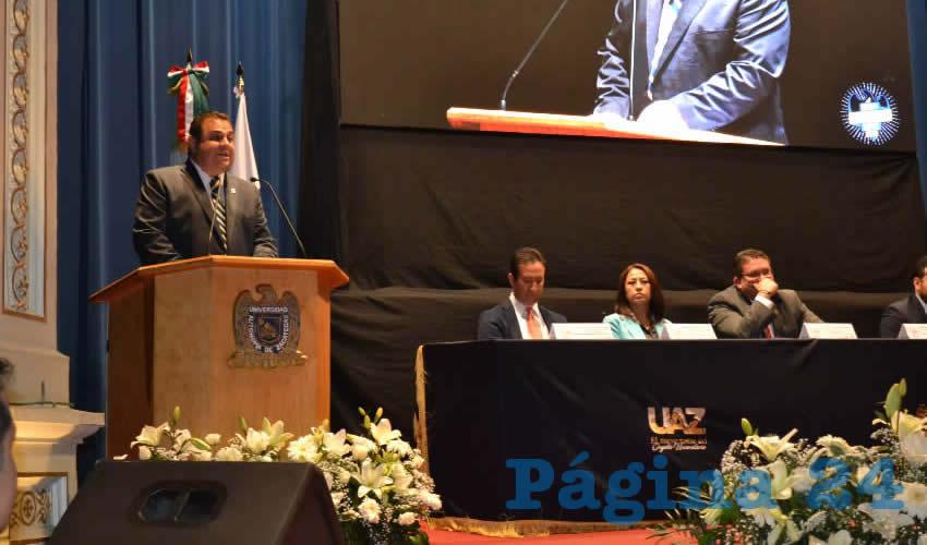 En el marco de los festejos del Día del Estudiante, fueron reconocidos los alumnos destacados de la Universidad Autónoma de Zacatecas (UAZ) en los ámbitos académico, artístico y deportivo (Foto Merari Martínez)