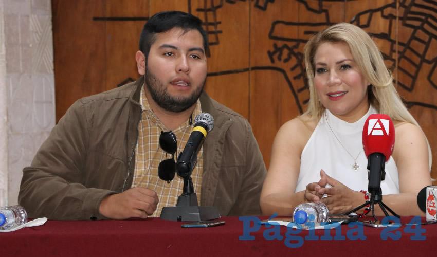 En conferencia de prensa, Ileana Rebolledo, vocera de la organización La Vida por Delante, invitó a las jóvenes con un embarazo inesperado a acercase a ellos para ayudarlos y guiarlos en esta etapa que se vuelve difícil para muchos (Foto Rocío Castro Alvarado)