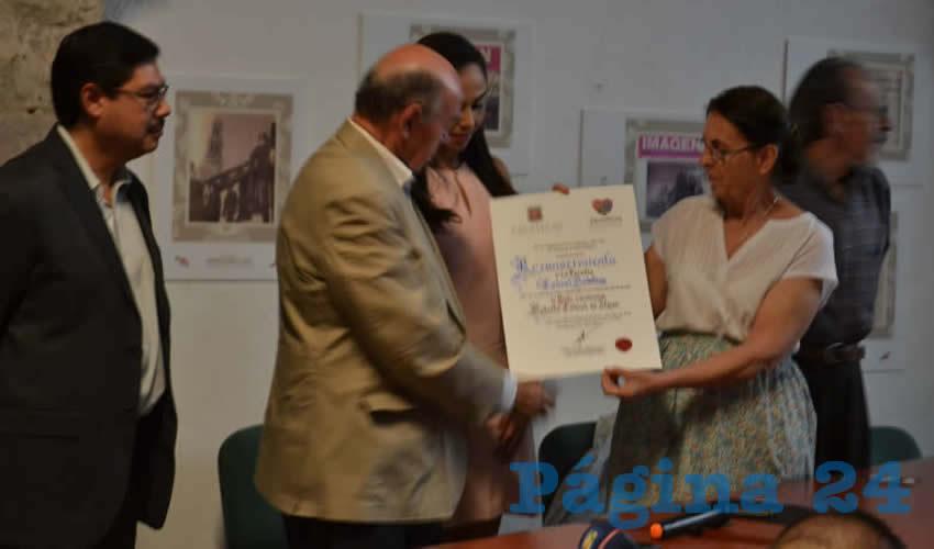 Autoridades y Familiares Conmemoran el Aniversario Luctuoso del Poeta Roberto Cabral del Hoyo