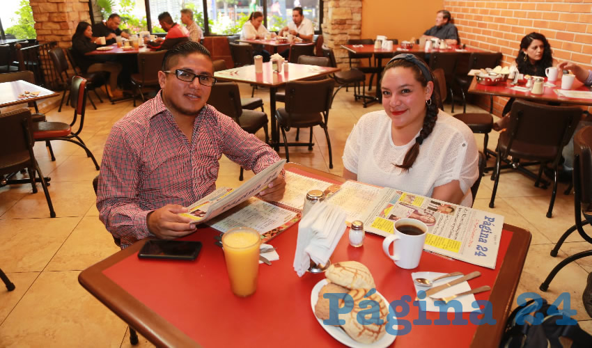 En Las Antorchas almorzaron Julio César Ortiz Rojas y Perla Olvera Benítez