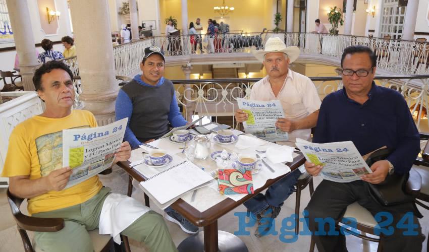 En Sanborns Francia. Tomás Jara Barrios y los profesores Erick Zamorano Campos, Anastasio Jaramillo Aguilar y Carmelo González González