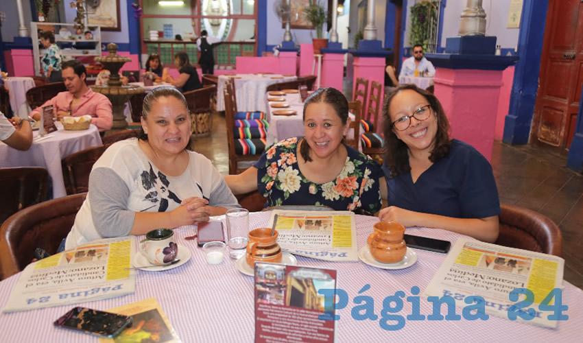 En La Saturnina desayunaron Laura Gabriela Cervantes López, Alma Cristina Beyhart Moreno y Zaira Ocampo Delgadillo