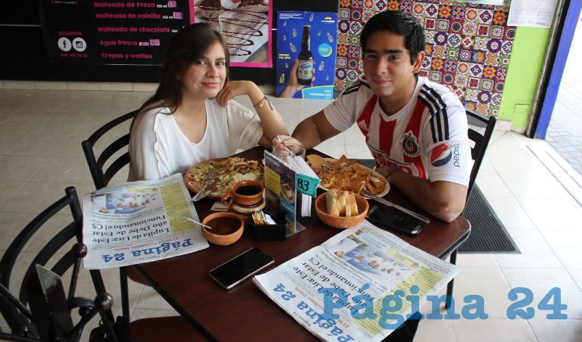 Daniela Silva y Arturo Loza almorzaron en el restaurante La Madero