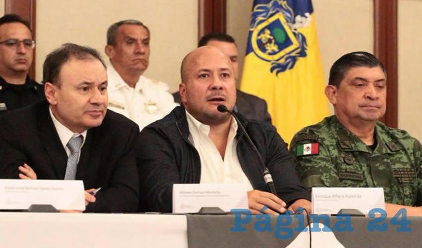 """Desvergüenza: Enrique Alfaro, gobernador de Jalisco, dijo a Alfonso Durazo, secretario de Seguridad federal, que mayo fue el mes con menos homicidios en Jalisco, """"si descontáramos las fosas"""", como si de por sí la situación no fuera alarmante/Foto: Tomada de Twitter"""