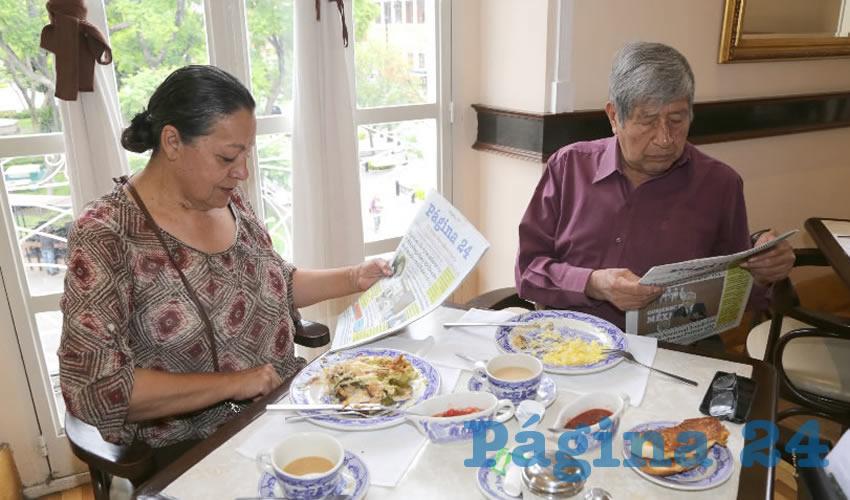 En Sanborns Francia compartieron el primer alimento del día María Antonieta Alfaro Romo y Álvaro Juárez Mondragón