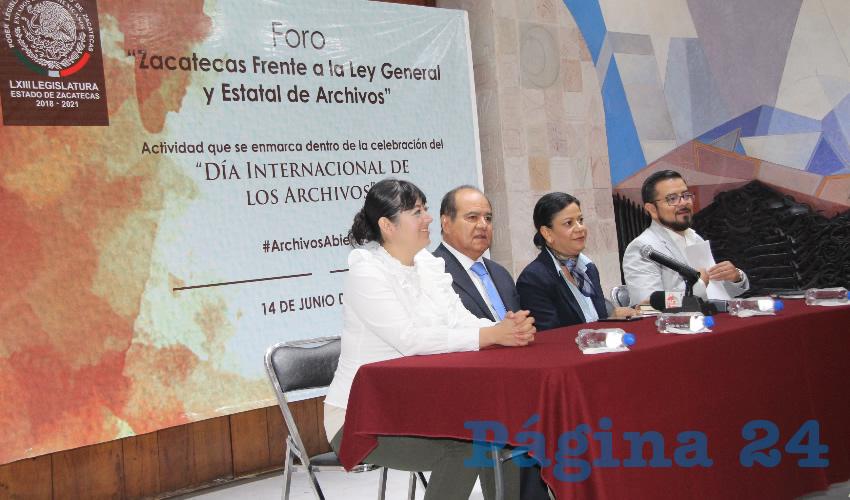 En conferencia de prensa Mireya Quintos Martínez, directora del Sistema Nacional de Archivos del Archivo General de la Nación (AGN), señaló que todas las entidades del país tienen que establecer los Sistemas Estatales de Archivos (Foto Rocío Castro Alvarado)