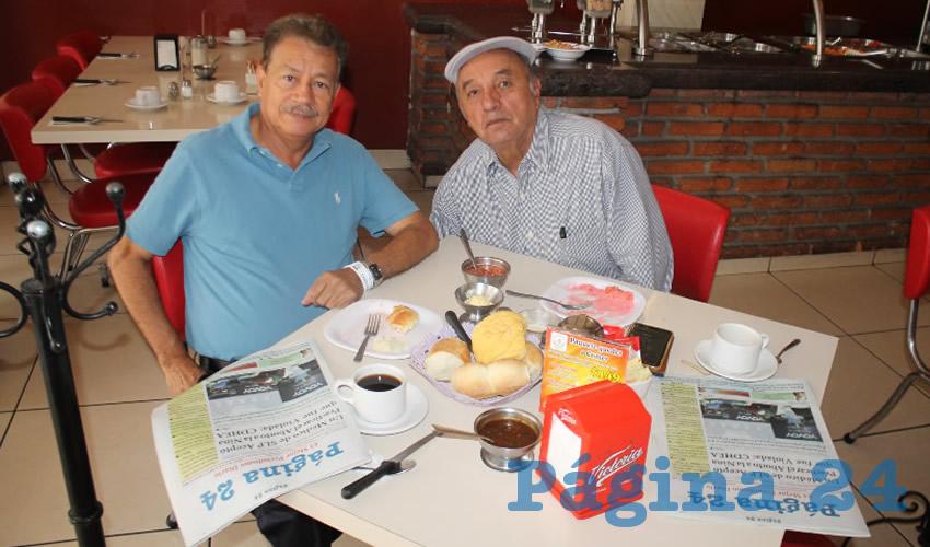 José de Jesús Santos Silva y Francisco López, profesores de la generación 69 en San Marcos, Zacatecas, almorzaron en el restaurante Mitla