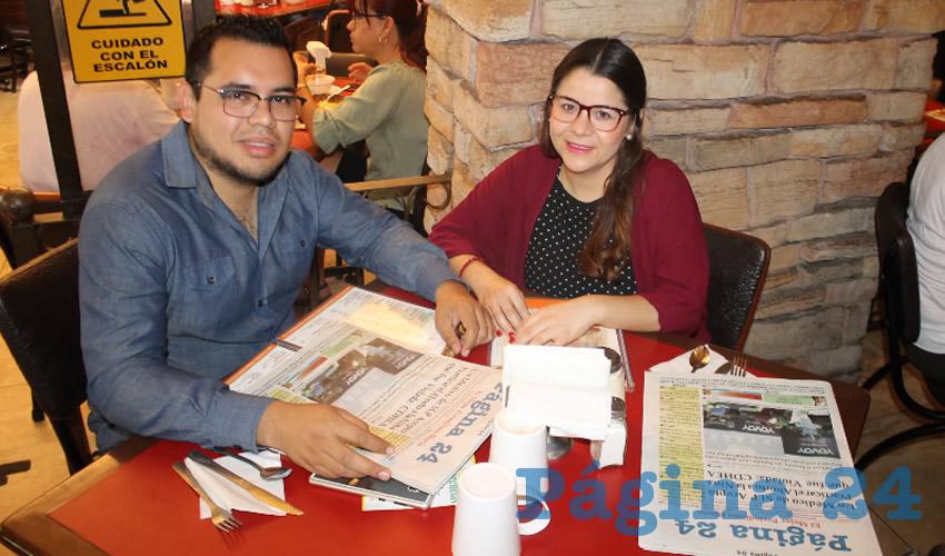 Christopher Herbert López y Anayeli Durán, visitantes de Mexicali, almorzaron en el restaurante Las Antorchas