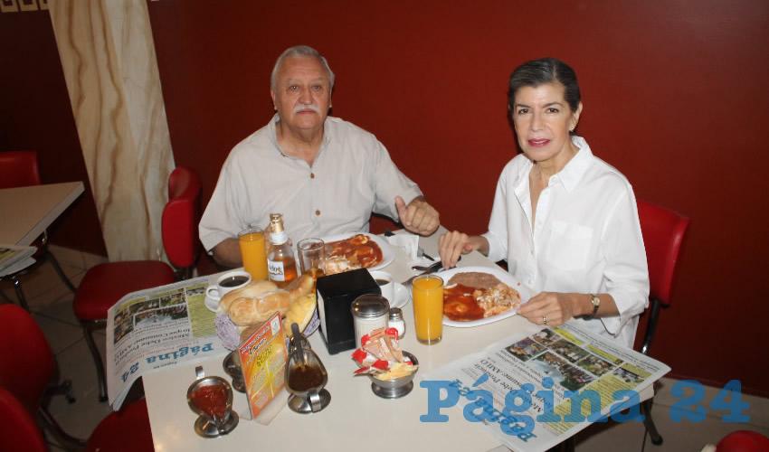 Ubaldo Lozano Medina y Elvira Martínez Ayón, visitantes de Guadalajara, Jalisco, almorzaron en el restaurante Mitla