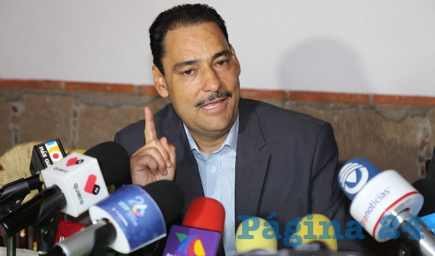 El senador Juan Antonio Martín del Campo en conferencia de prensa (Foto: Eddylberto Luévano Santillán)