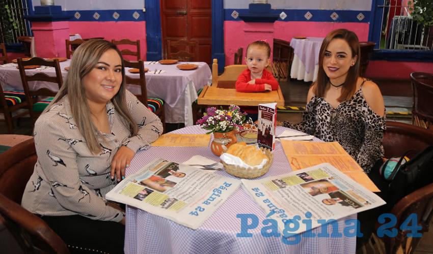 En La Saturnina desayunaron Yaneth Plata Bermúdez y Varsovia Arteaga Meza