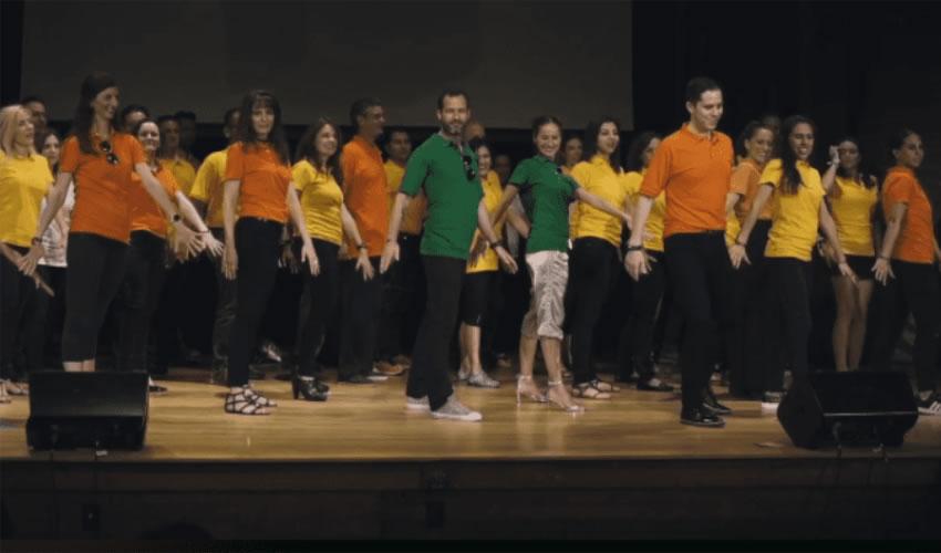 Escena del video, que fueron grabadas durante el cumpleaños de Rainere, el 26 de agosto de 2016, en donde aparece bailando Emiliano Salinas (Foto: Especial)