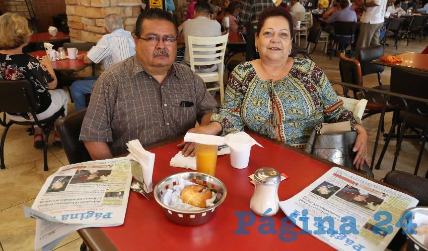 En Las Antorchas compartieron el primer desayuno del día Gustavo García Serna y Gloria Hernández Contreras