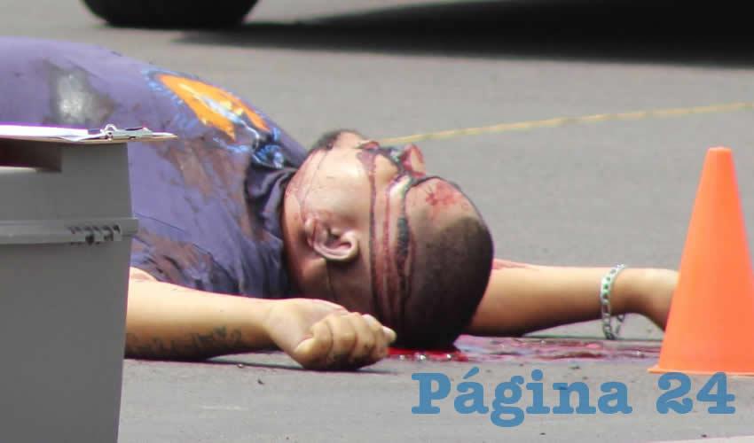 La segunda víctima corrió hacia el poniente, pero cayó tras recibir al menos seis balazos