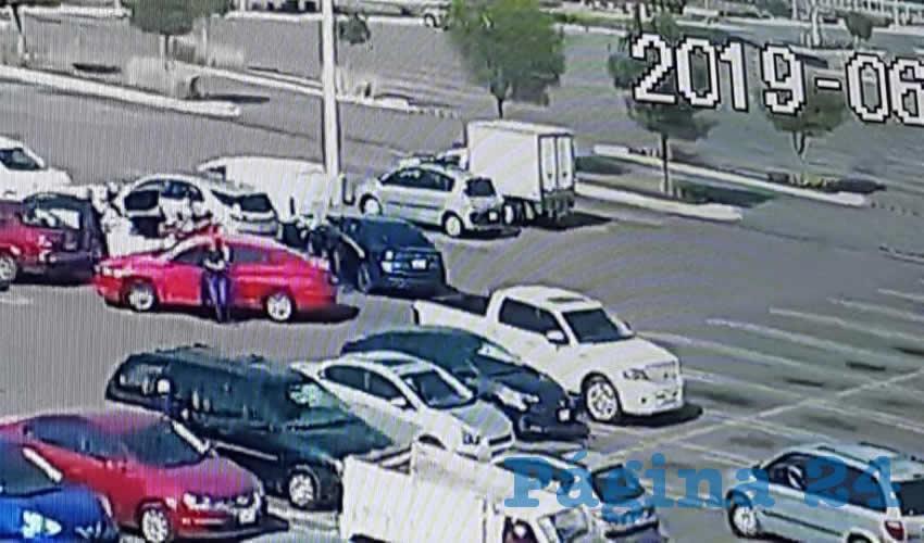 Una cámara de seguridad captó el momento en que los sicarios acorralaron a los hoy occisos