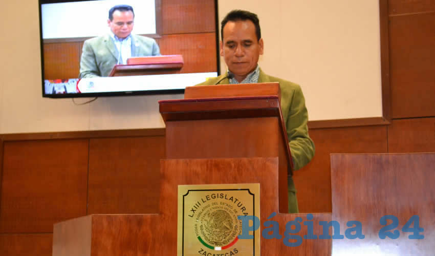 José Juan Mendoza Maldonado, integrante de la Comisión, fue el encargado de dar lectura al documento en el que señaló fueron seis los participantes que se registraron para ocupar este cargo (Foto Merari Martínez Castro)