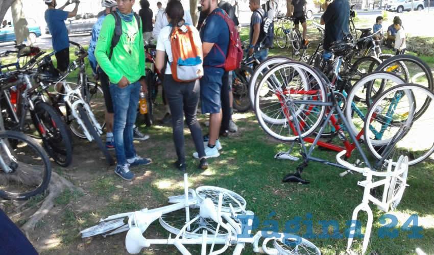 Bicicletas blancas para  no olvidar a los muertos