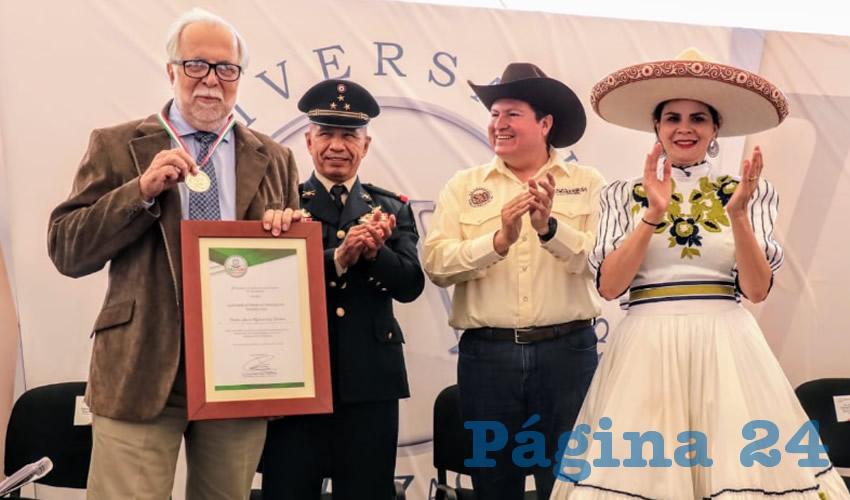 Javier Garcíadiego agradeció a los presentes, al gobernador del Estado y al cornista del Estado Manuel González Ramírez, y destacó que es un honor el recibir la medalla al mérito en investigación histórica