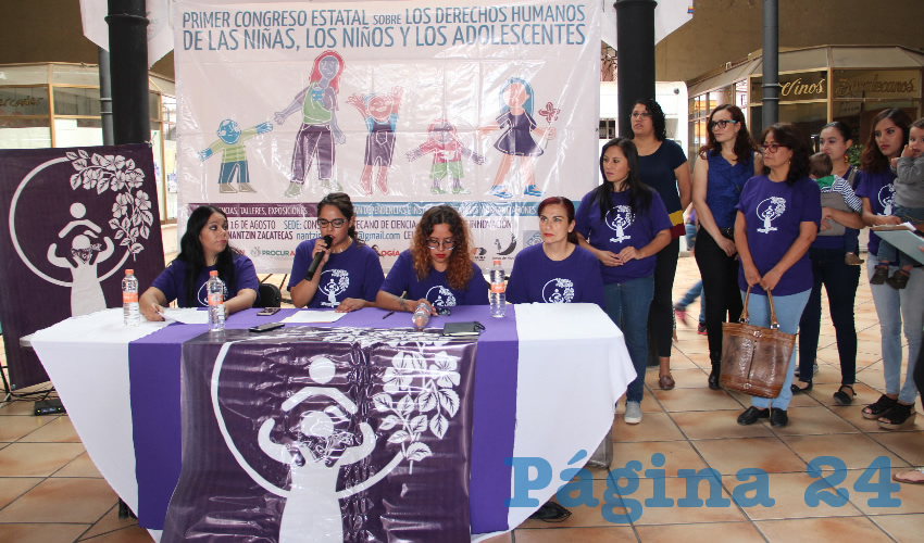 Feministas integrantes del colectivo Nantzin Zacatecas anuncian el primer Congreso Estatal de los Derechos Humanos de las Niñas, Niños y Adolescentes que se realizará durante el próximo 15 y 16 de agosto en el Consejo Zacatecano de Ciencia, Tecnología e Innovación (Cozcyt) (Foto Rocío Castro Alvarado)