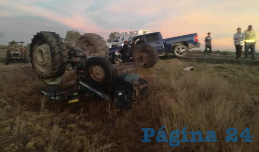 El percance ocurrió en la carretera estatal 67, sufriendo varios golpes el conductor de la máquina agrícola