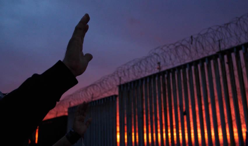 ¡Hillary Clinton, Joe Biden y hasta Barack Obama Estuvieron a Favor del Muro!