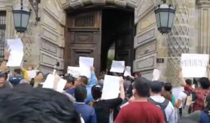Manifestación en Palacio de Gobierno de Jalisco Pidiendo Renuncia de Gobernador