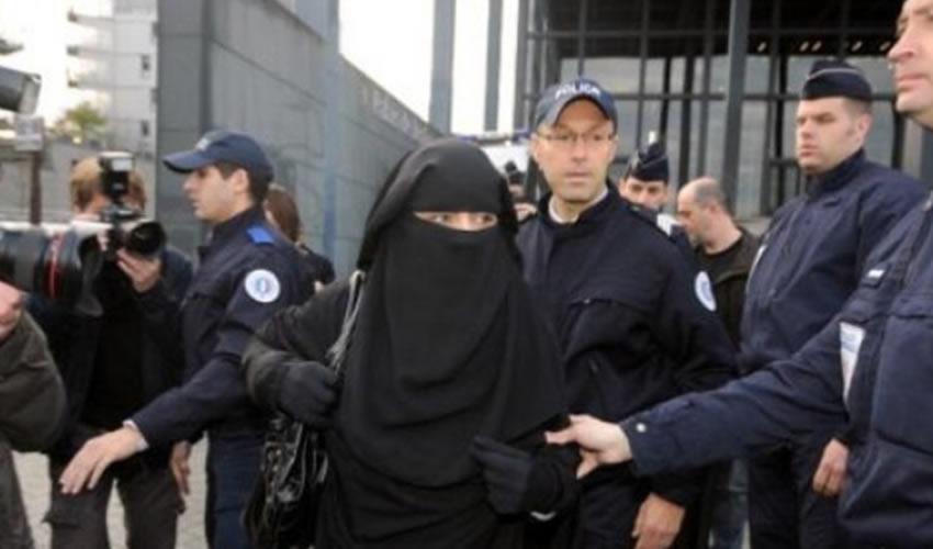 Se prohibió el uso de todo tipo de prendas que oculten la cara en espacios públicos (Foto: Especial)