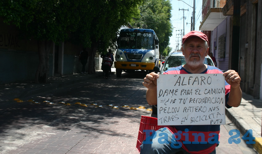 Un hombre protesta en Tlaquepaque por el tarifazo de Enrique Alfaro/Fotos: Francisco Tapia