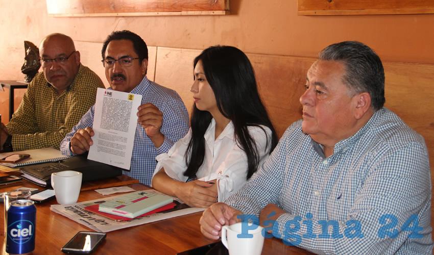 En conferencia de prensa, miembros del Partido de la Revolución Democrática (PRD), entre ellos el dirigente en Zacatecas, Arturo Ortiz Méndez, y Camerino Márquez Madrid, representante ante el INE (Foto: Rocío Castro Alvarado)
