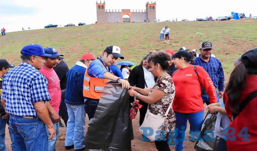 Ulises Mejía encabeza jornada de limpieza voluntaria número 24 en Lomas de Bracho